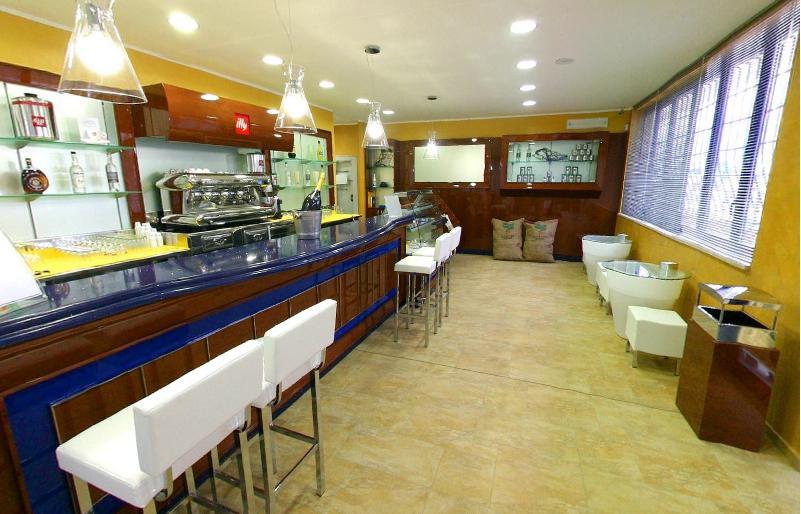 Mensole Sospese Per Bar.Mobili Bar